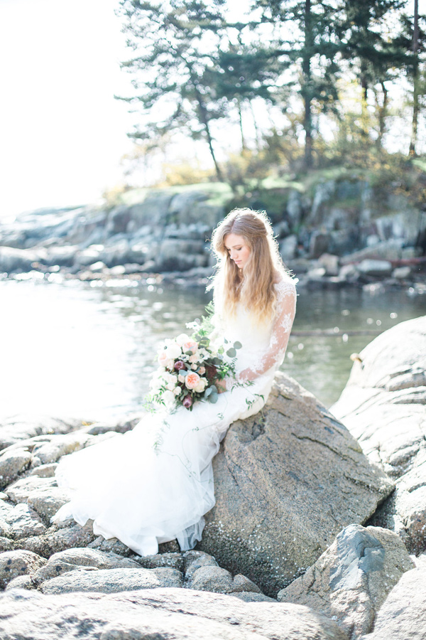 Ruffled - photo by Christine Pienaar Photography http://ruffledblog.com/crisp-coastal-bridal-inspiration